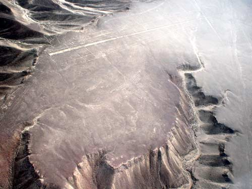 Nazca lines as seen from an airplane - The hummingbird (Martin St-Amant - Wikipedia - CC-BY-SA-3.0)